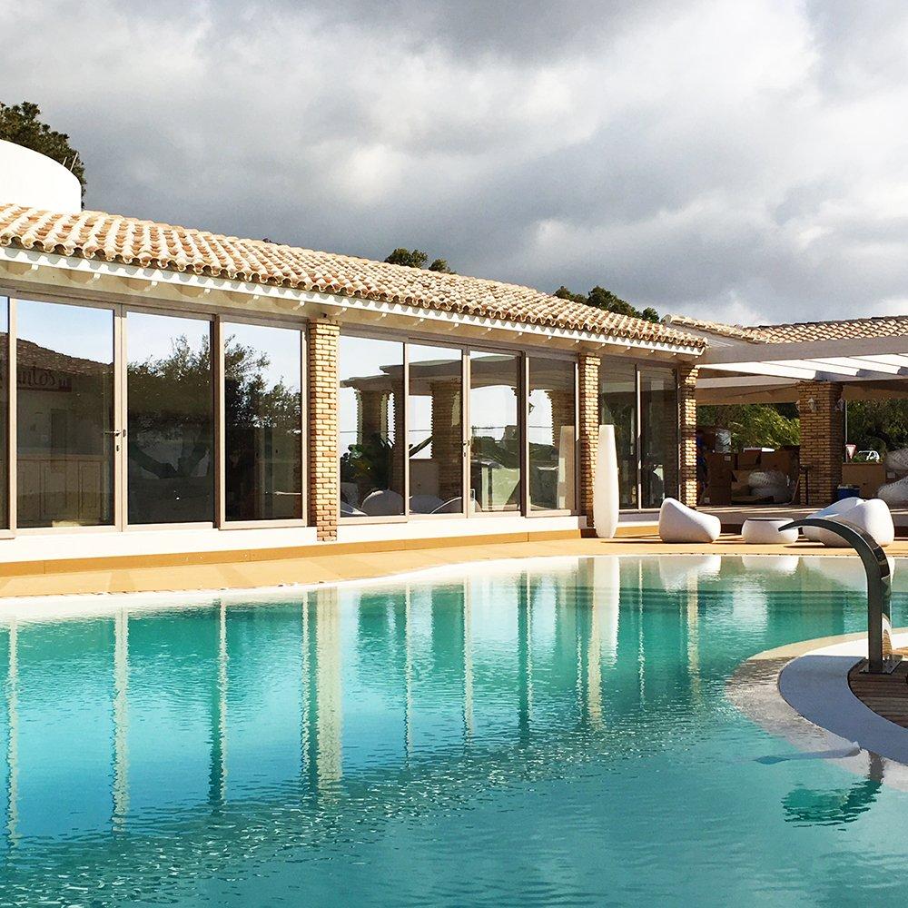 Finestre in legno PVC Teikos - Cagliari - Sardegna - fornitura per Hotel, Alberghi, Villaggi e Residence
