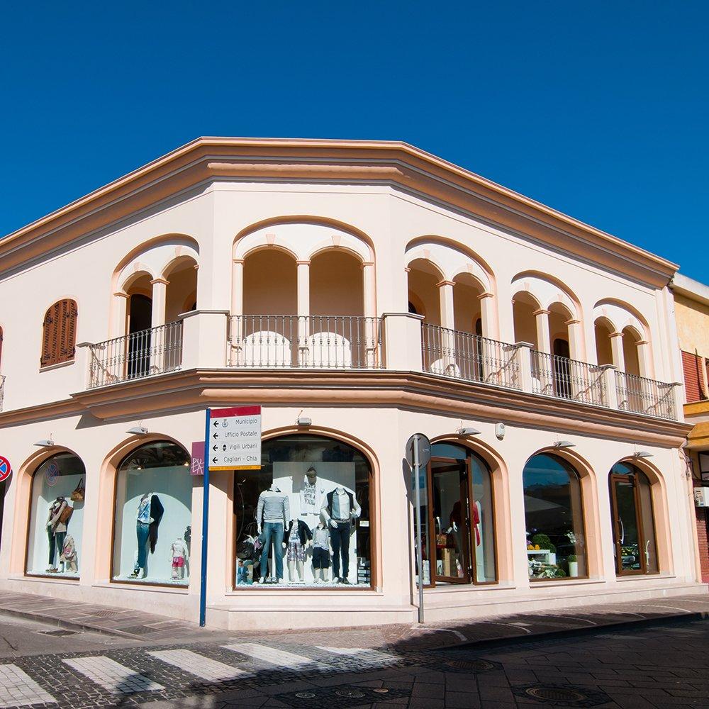 Finestre in legno PVC Teikos - Cagliari - Sardegna- Fornitura infissi - serramenti per negozi e attività commerciali